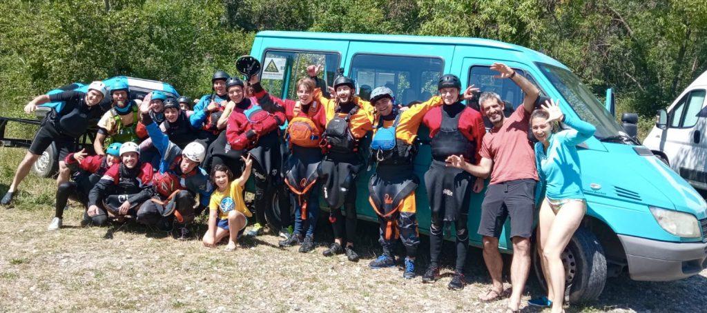 Rio Escuela y la gente del Club Deportivo Beti-Busti de Bergara